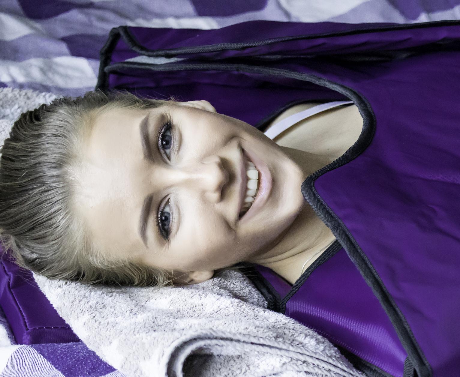 Levmedhjertet Jenny Cornelia elsker å ligge infrarødt saunateppe fra Radiant Health